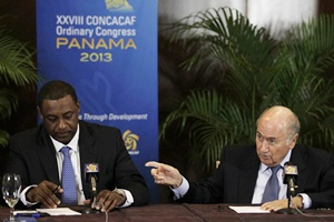 FIFA president Joseph Blatter (R) gestures to CONCACAF president Jeffrey Webb during a news conference at the CONCACAF congress in Panama City April 19, 2013.