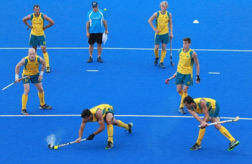 Ric Charlesworth watches his Australian players execute a penalty-corner drill