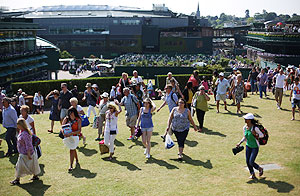 Fans on Murray Mound at Wimbledon