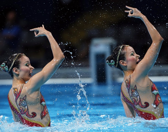 China's Jiang Tingting and Jiang Wenwen perform in the synchronised swimming duet technical routine final