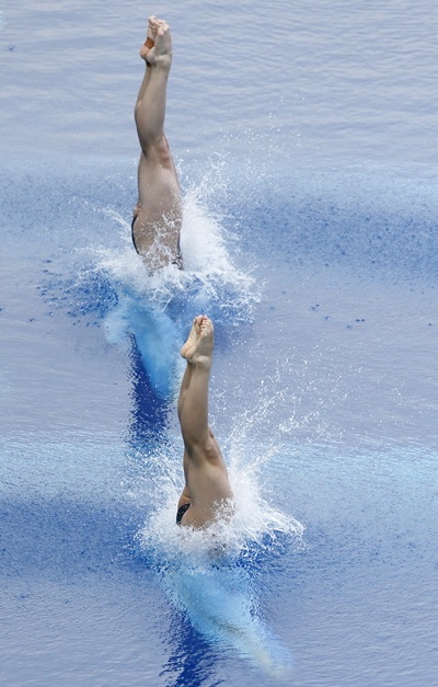 China's Wu Minxia and Shi Tingmao perform a dive at the women's synchronised 3m springboard final