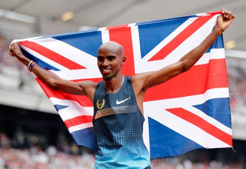 Mo Farah of Great Britain celebrates after winning the Men's 3000m during day two of the Sainsbury's Anniversary Games - IAAF Diamond League 2013 at The Queen Elizabeth Olympic Park