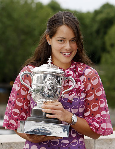 Ana Ivanovic with the French Open trophy in 2008