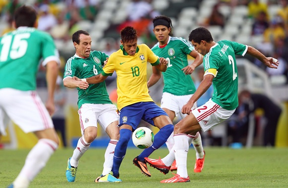 Neymar of Brazil competes with Gerardo Torrado of Mexico   Francisco Javier Rodriguez (right) during the FIFA Confederations Cup