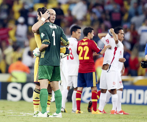 Spain's goalkeeper Pepe Reina (left) embraces Tahiti's goalkeeper Mikael Roche after their Confederations Cup Group B match at the Estadio Maracana in Rio de Janeiro on Thursday