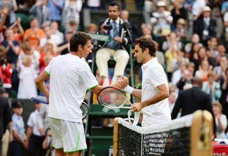 Federer congratulates Sergiy Stakhovsky
