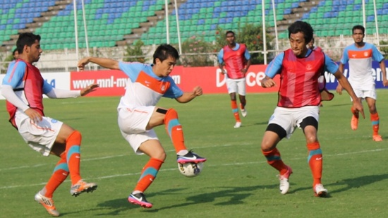 Sunil Chhetri (middle) tries to sidestep Gouramangi Singh as Gurjinder Kumar (left) presses from behind