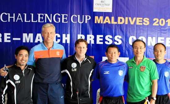 Wim Koevermans poses with Guam Coach Gary White (left of Koevermans), Chinese Taipei Coach Chen Kuel Jen (left of White) and Myanmar Coach Park Sung Wha (in green)