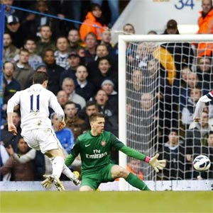 Gareth Bale scores the opening goal for Tottenham Hotspur