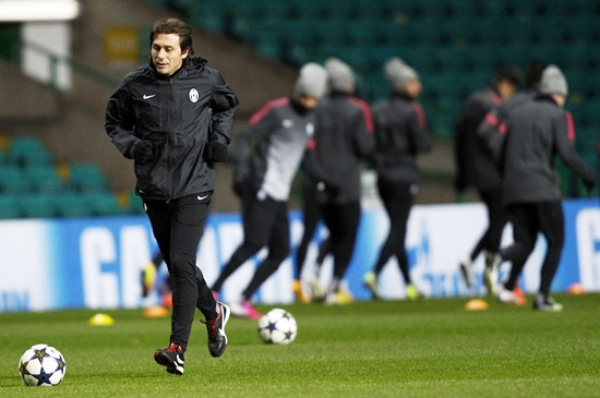 Juventus manager Antonio Conte runs on the pitch during a training session