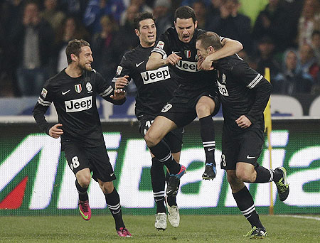 Juventus' Giorgio Chiellini (right) with teammates
