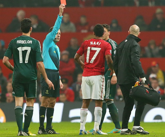 Referee sends off Nani