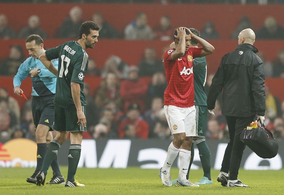 Manchester United's Luis Nani (second right) reacts after being sent off