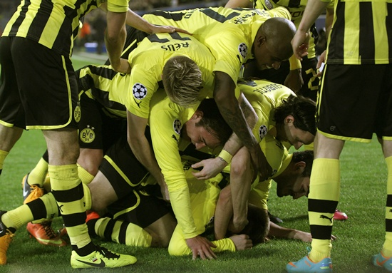 Borussia Dortmund's players celebrate