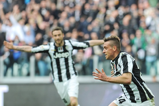 Emanuele Giaccherini (right) of FC Juventus celebrates his goal