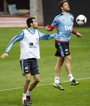 Spain's Xabi Alonso (right) and Sergio Busquets