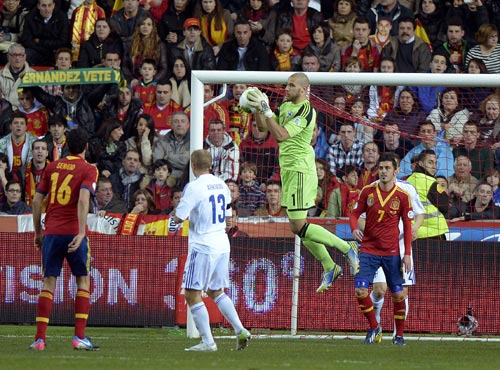 Finland's goalkeeper Niki Maenpaa (2nd R) jumps for the ball during their 2014 World Cup qualifying soccer match against Spain at Molinon Stadium in Gijon