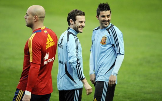 Spain's players Jose Reina (left), Juan Mata (centre) and David Villa attend a training session