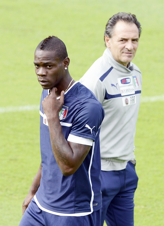 Head coach Cesare Prandelli and Mario Balotelli