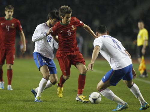 Azerbaijan's Afran Ismailov (2nd L) and Mahir Shukurov (R) fight for the ball with Portugal's Fabio Coentrao (2nd R) during their 2014 World Cup qualifying soccer match
