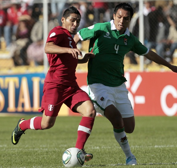 Bolivia's Christian Vargas (right) and Peru's Joel Sanchez