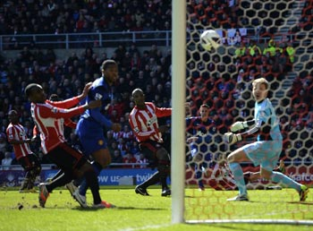 A Titus Bramble own goal helped Manchester United edge closer to their 20th  league title when they won 1-0 at Sunderland on Saturday to stay 15 points  clear ... 705f2d24a