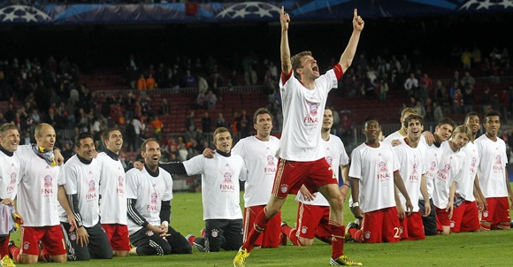 Bayern Munich's Thomas Mueller (centre) celebrates with his teammates
