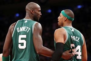 Boston Celtics' Kevin Garnett (left) and Paul Pierce