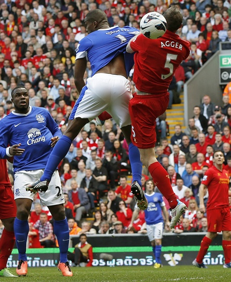 Liverpool's Daniel Agger (right) challenges Everton's Sylvain Distin
