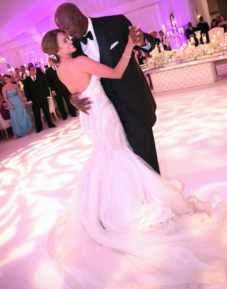 Michael Jordan dances with bride Yvette Prieto