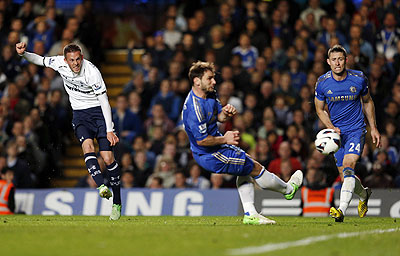 Tottenham Hotspur's Gylfi Sigurdsson (left) scores during their English Premier League match against Chelsea at Stamford Bridge on Wednesday