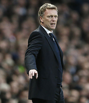 Moyes meets Everton chairman as United move looms