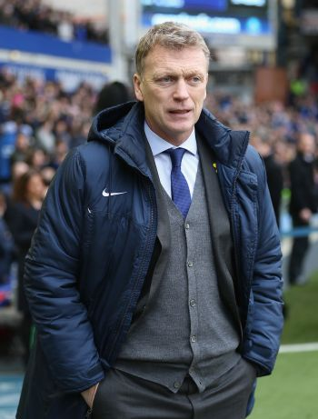 Moyes replaces Ferguson at Manchester United