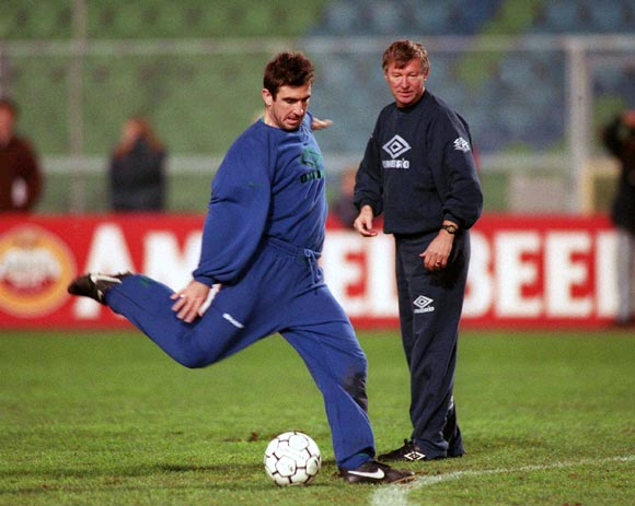 Alex Ferguson looks on as Eric Cantona trains
