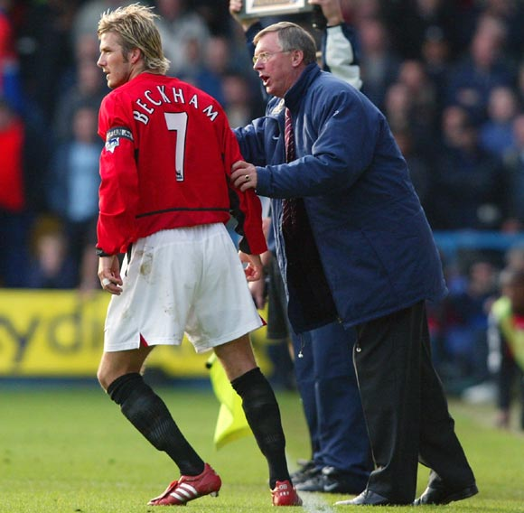 Alex Ferguson gives instructions to David Beckham