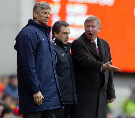 Alex Ferguson (right) argues with Arsene Wenger