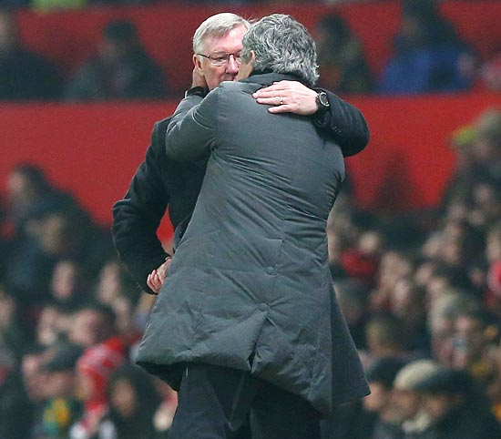 Alex Ferguson speaks to Jose Mourinho