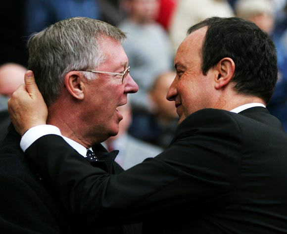 Alex Ferguson (left) speaks to Rafa Benitez