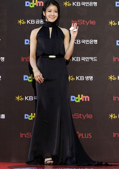 Lee Si-Young (Yi Si Yeong) 10young1
