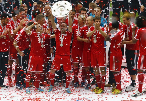 Bayern Munich's Franck Ribery lifts up the trophy as his team celebrates