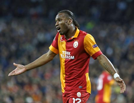 Drogba points out some home truths to banana-waving fan