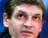 Rediff Sports - Cricket, Indian hockey, Tennis, Football, Chess, Golf - Barcelona coach Vilanova needs more cancer treatment