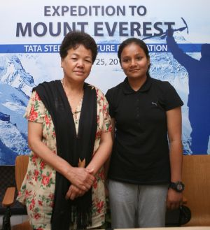 Rediff Sports - Cricket, Indian hockey, Tennis, Football, Chess, Golf - Arunima is first woman amputee to conquer Mt. Everest