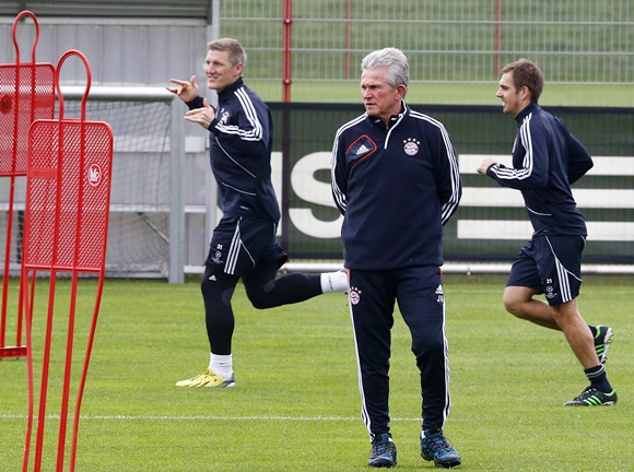 Bayern Munich's coach Jupp Heynckes conducts a training session