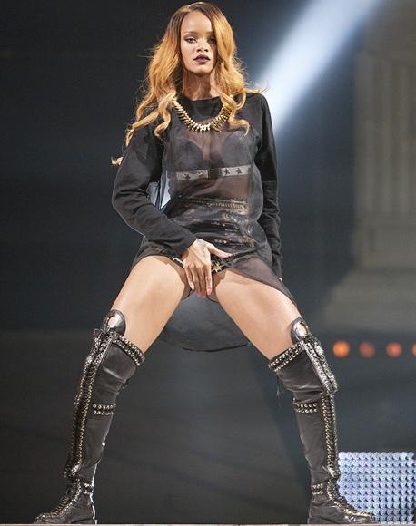 Singer Rihanna performs