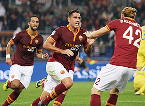 Marco Boriello celebrates with AS Roma teammates on Thursday
