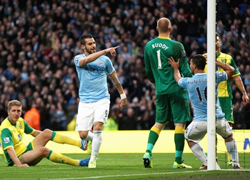 City and United serve up Manchester win double