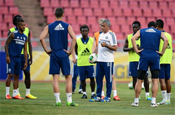 Jose Mourinho with the Chelsea team