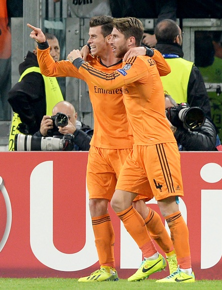 Gareth Bale of Real Madrid (left) celebrates scoring