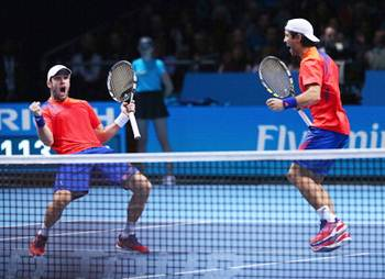 David Marrero (left) and Fernando Verdasco of Spain celebrate victory in their men's doubles match against Leander Paes of India and Radek Stepanek of the Czech Republic